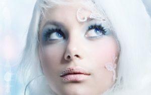 Capelli bianchi segnale di saggezza, vecchiaia o moda